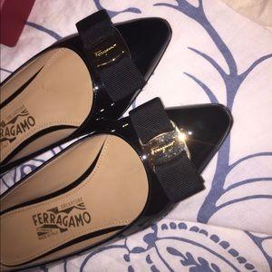 Salvatore Ferragamo Emy Flat Black Sz 6